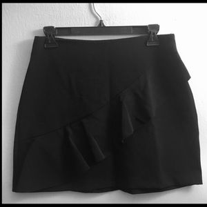 ZARA SKIRT WITH RUFFLE FRONT BLACK SIZE M